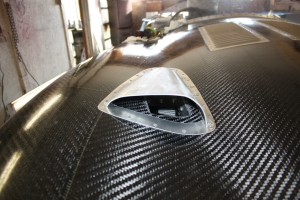 Aluminum hood scoop installed on carbon fiber bonnet